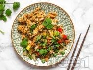 Рецепта Бъркани яйца по азиатски със соев сос, зеленчуци и сусам